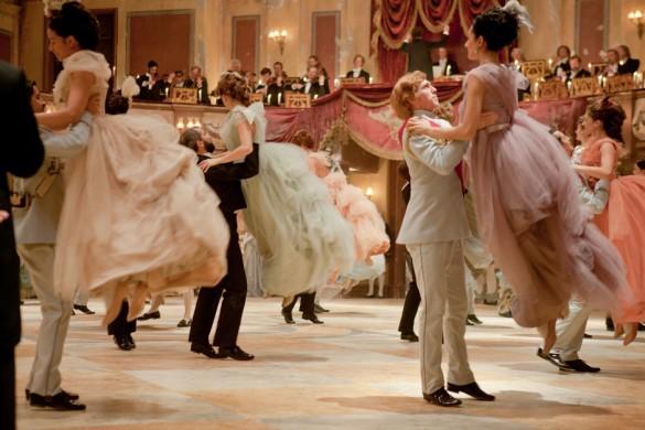 Baile: jovens em tons pastel